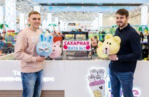 """Сергей Дохов (справа) и Илья Кантанистов, """"Сахарная вата №1"""""""
